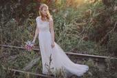 splývavé svatební šaty s krajkovou aplikací, 40