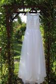 Svatební šaty- krajka a tyl, 38