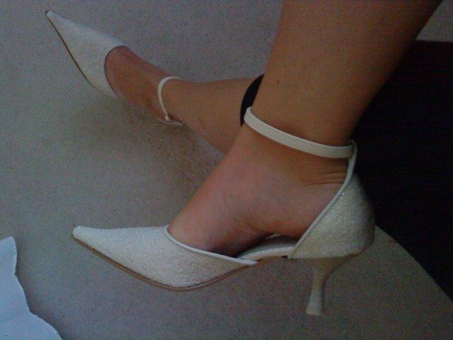 Prípravy na deň D II. -  čo už máme - topánočky (nie sú biele, lebo aj svadobné šaty sú v prírodnej bielej :))