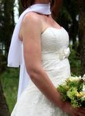 Krajkované svatební šaty, 38