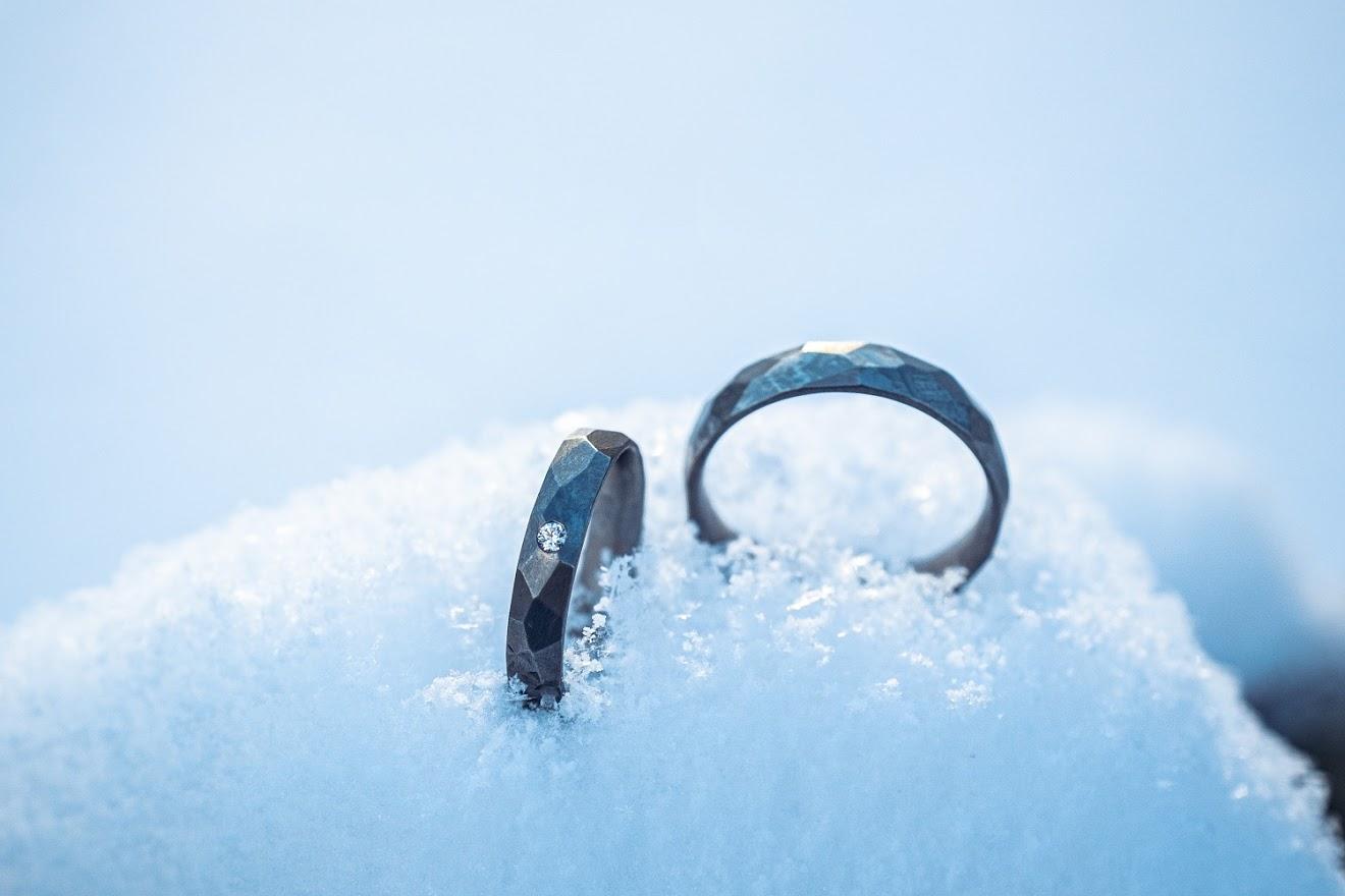 M   {{_AND_}}    H - Titanové prsteny z Kredum
