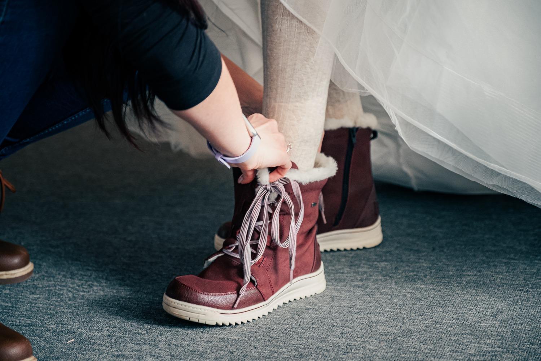 M   {{_AND_}}    H - Jasná svatební obuv