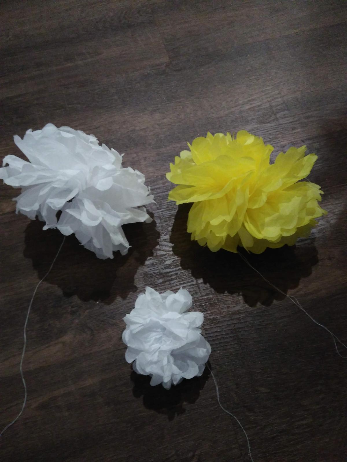 Pom poms (pompóny) - žluté a bílé - Obrázek č. 1