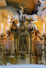 Detail velkého oltáře zámecké kaple