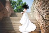 Prodej elegantní jednoduché svatebky, 38