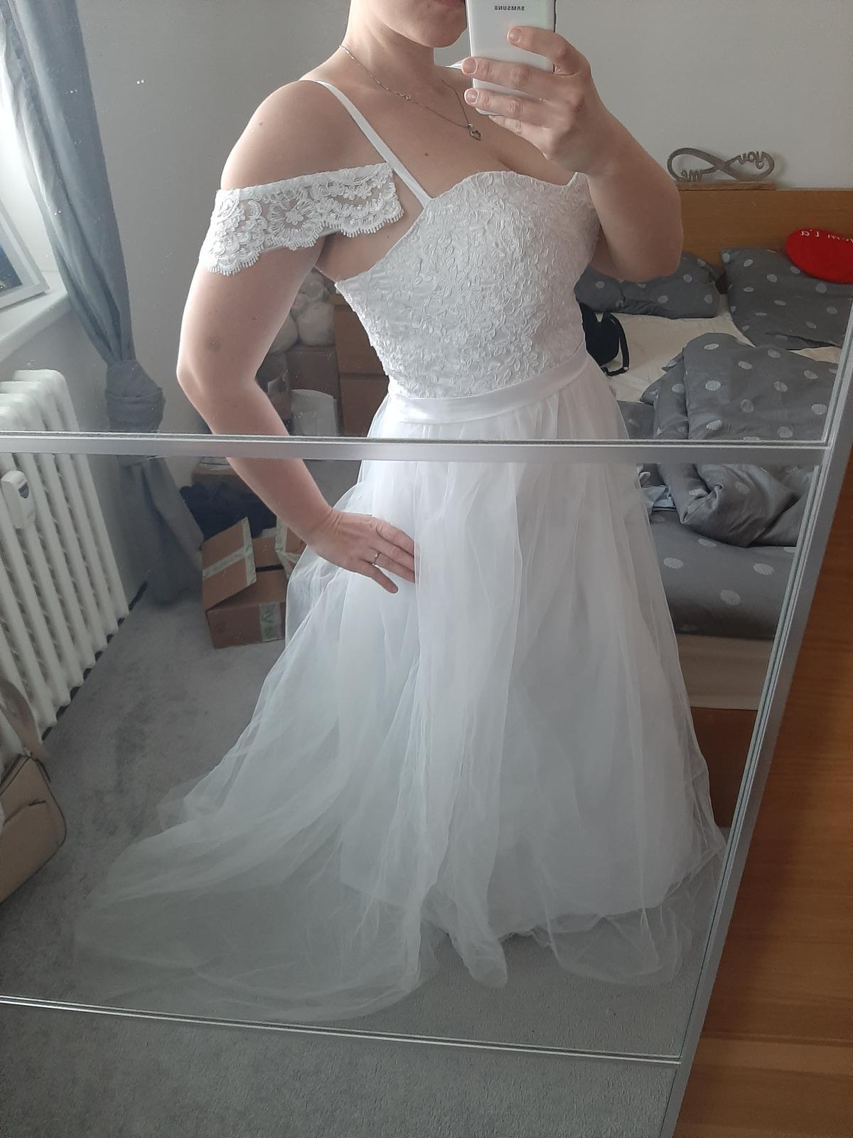 Svatební šaty s krajkou M/L - Obrázek č. 1