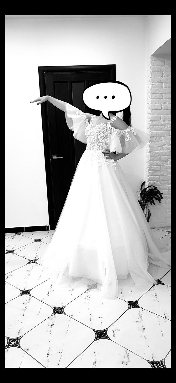 Svatební šaty  z vleckou - Obrázek č. 1