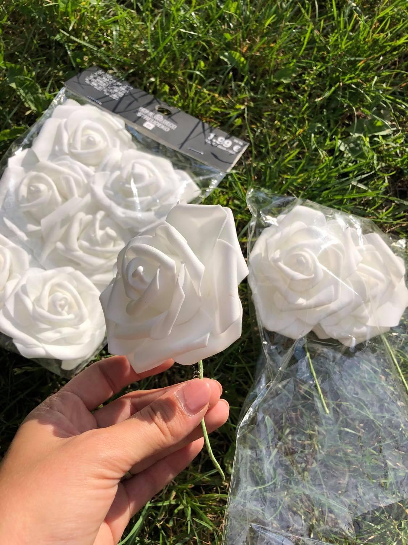 Bílé růžičky na drátku k dekoraci - Obrázek č. 1
