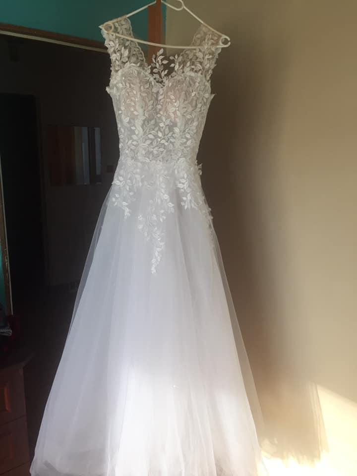 Svatební šaty s lístečky - Obrázek č. 1