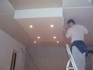 znizovanie stropu v obyvacke