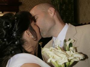 První novomanželská...