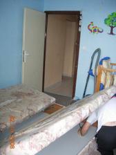 Krok první - demontáž naší naprosto šílené postele