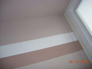 naše zeď v ložnici - manžel si dal záležet a splnil mé přání čoko-kávo proužků