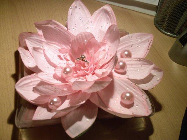 MY WEDDING IDEAS - kvet ako vankus na svadobne prstienky