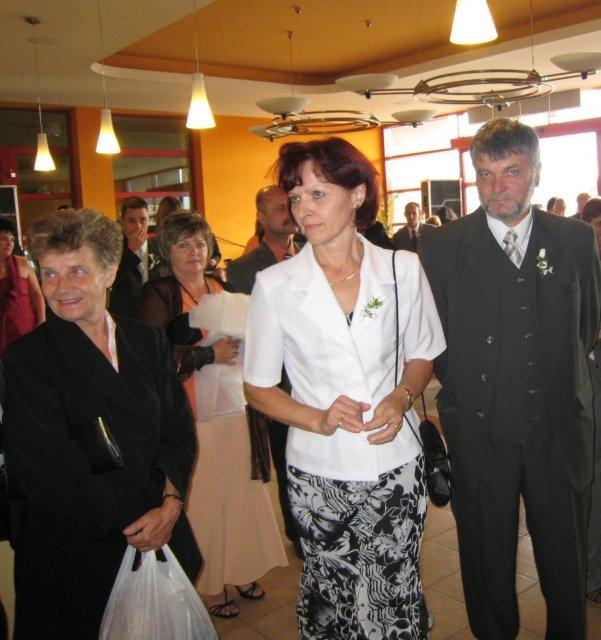 Miroslava Gardlíková{{_AND_}}Marián Polák - moji svokrovci ... moja stará mama... a v pozadí moji krstní rodičia ..