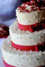 takový dortík budeme mít,ale jen ve fialové barvě