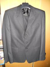 oblek je čierny ale na fotke to nevidno lebo ma v sebe jemny lesk
