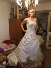 takéto nádherné šaty ukrýva moja nádejná švagriná pod posteľou!!!