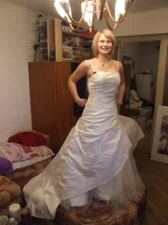 Ako by to malo byt´ - takéto nádherné šaty ukrýva moja nádejná švagriná pod posteľou!!!