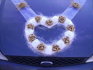 nasa rucne vyrobena dekoracia na auto