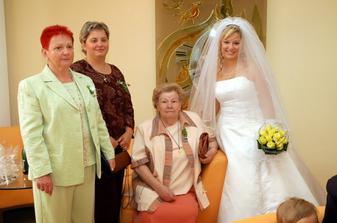 Můj babinec. Maminka, sestra, babička a já .