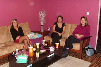 Katy , Jija a Saly, která se krásně sladila s naší barvou obýváku :-)
