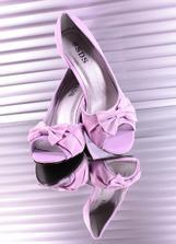 Tak tyhle botičky už jsou doma, jsou více do lila...