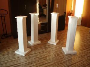 Vlastnoručne zmajtrované ozdobné stĺpiky. Exteriérová výzdoba.