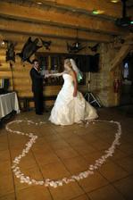 Prvý novomalželský tanec. Vyšiel nám super.