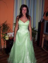 Tak nakonec jsem si vybrala popůlnoční šatičky světle zelené,jsou nádherný,už jsou doma i svatební:-)