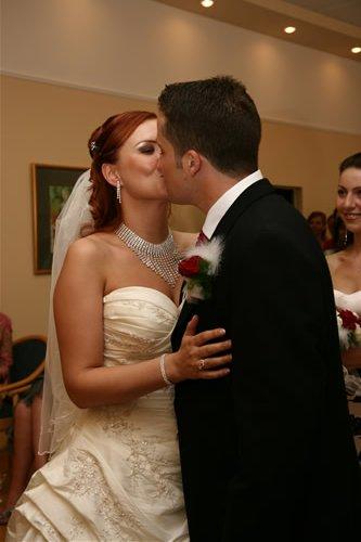 Petra Cacikova{{_AND_}}Samuel Larsen - Mr and Mrs Larsen