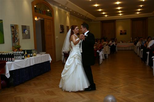 Petra Cacikova{{_AND_}}Samuel Larsen - Nas prvy tanec.