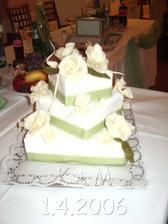 hlavna torta..v skutocnosti bola ta zelena ovela svetlejsia a sviezejsia