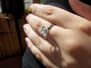tak toto je  môj zásnubný prstienok :)