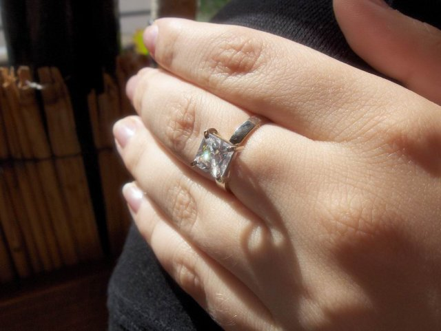 Magduška a Maťulko - tak toto je  môj zásnubný prstienok :)