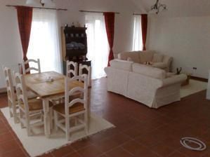stôl a stoličky (Poľsko) prekvapivo veľmi dobrá kvalita MASÍV