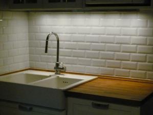Toto som našla na internete. Pekné aj do kuchyne, ale skôr sa hodí do kúpelne.....
