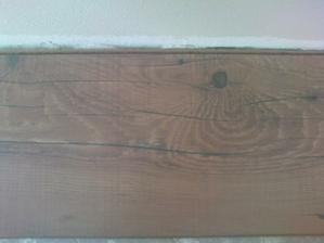 Plávajúca.....  Pôvodne som chcela orginál staré drevo..ale nakoniec sme zvolili takýto kompromis.