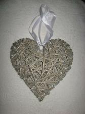 Krásné srdce z proutí na dveře od bytu