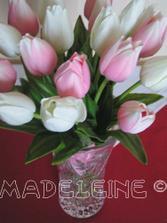 Madeleine mi dovolila dat si jej svadobnu kyticku do mojho pripravneho albumu - ako velikansku inspiraciu, kedze som maniak do tulipanikov. Obdivujem ju uz strasne dlho...velke dakujem Madeleine!!!