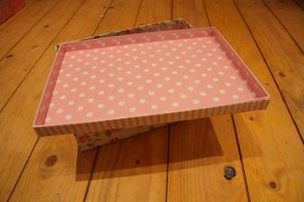 Otevřená krabička - koupili jsme ji právě kvůli polka dot vnitřku :)