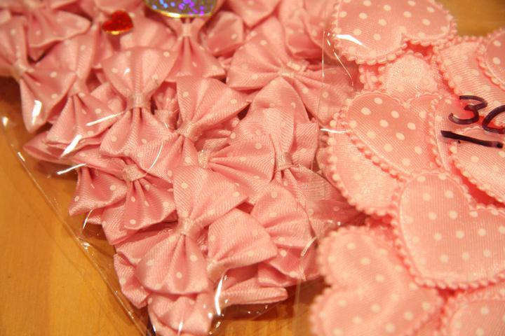 Naše malá puntíkovaná svatba - Mašličky na vývazky a srdíčka do výslužek (ebay)