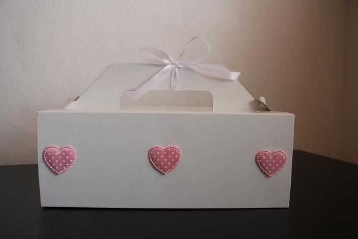 Naše malá puntíkovaná svatba - krabičky na výslužky
