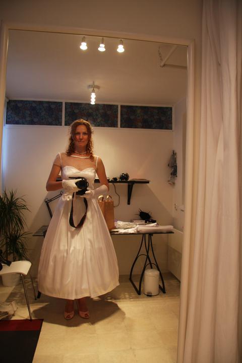 Naše malá puntíkovaná svatba - Velké rozhodování: s rukávkem? nebo bez?... :))