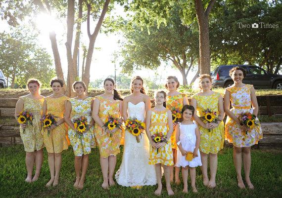 Naše malá puntíkovaná svatba - nádhera...družičky v retro šatech...