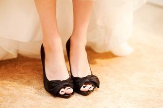 Černé botky vypadají krásně - inspirace pro foto