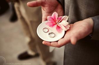 na prstýnky budeme mít keramický talířek, s vlastním mottem, už je objednaný