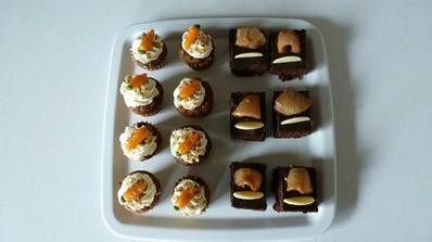 Další dobroty ze sladkého bufetu (navíc ještě mini cheesecakes vanilkové s jahodami)