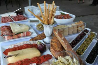 Chceme sýry, salámy, krekry, tyčinky a olivy :)