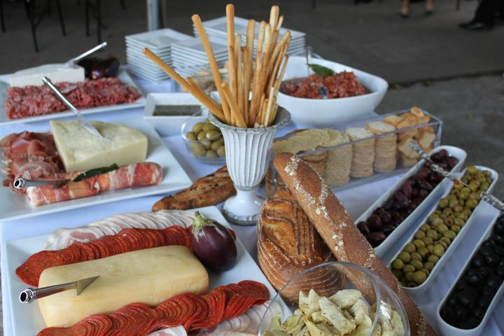 Vive la France - co již máme/budeme mít - Chceme sýry, salámy, krekry, tyčinky a olivy :)